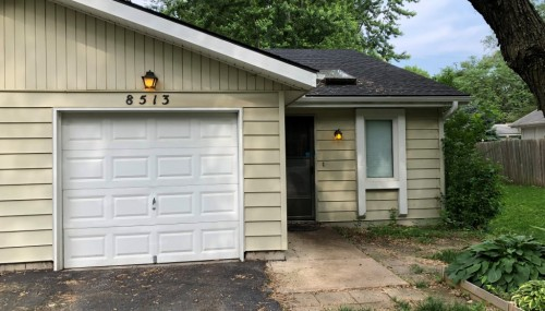 Super cute 2 bedroom 1 bath home located in Overland Park, KS!