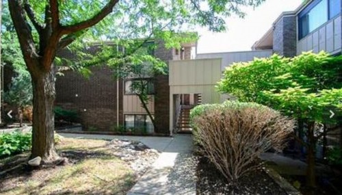 2B/2B Close to Plaza, Westport, and downtown.Perfect location for the Kansas City experience.
