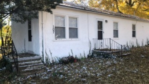 Spacious 1 bed/1 bath ranch-style home for rent in Spring Hill, KS!