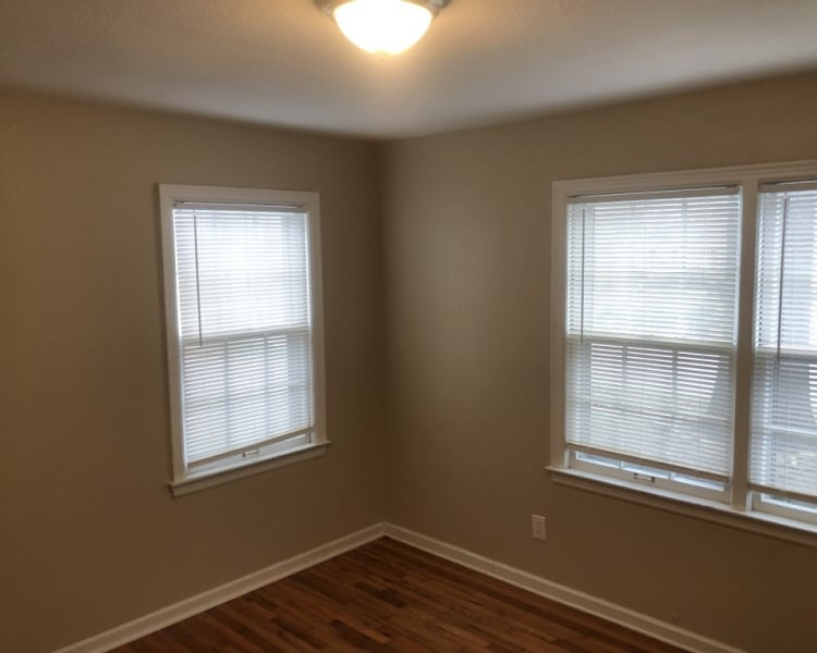 Cozy 4 bed/2 bath home in Overland Park, KS!