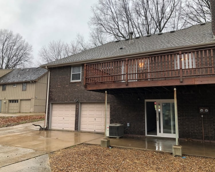 This very cozy 2 bed/ 1.5 bath home in Blue Springs, MO is a must see!