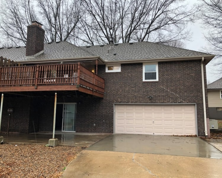 This very cozy 2 bed/ 2 bath home in Blue Springs, MO is a must see!