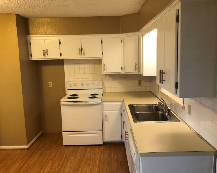 Newly painted 2 bedroom, 1 bath Spacious Apartment, Large living room