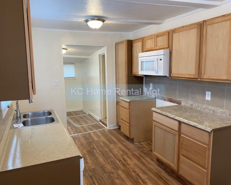 Check out this cute 3 Bedroom 2 Bath house located in Kansas City, MO!