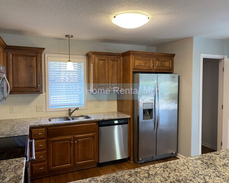 Beautifully remodeled 2 bedroom 2 bath home located in Kansas City, MO!