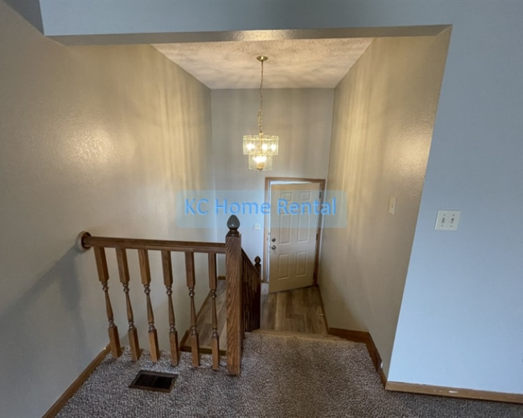 Lovely 3 bedroom 2 bath home located in Blue Springs, MO!
